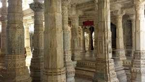 1000 Säulen Jain-Tempel Rajasthan © Annette Bauer yoga-xperience.de