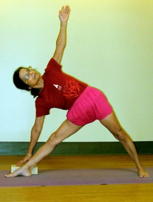 utthita trikonasana demonstrated by Tiki Misra
