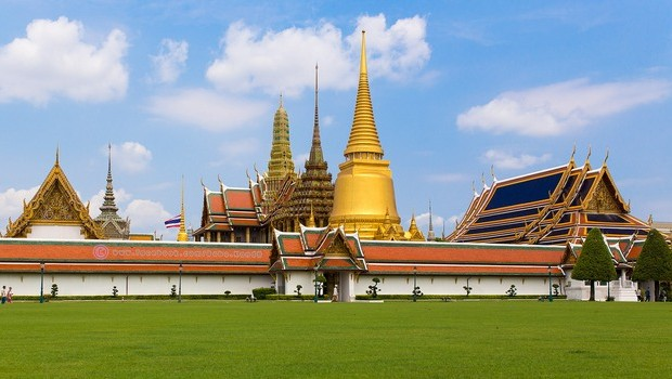 Temple-of-the-Emerald-Buddha-Wat-Phra-Kaeo-620x350