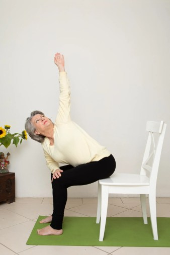 chair yoga works for over 40s