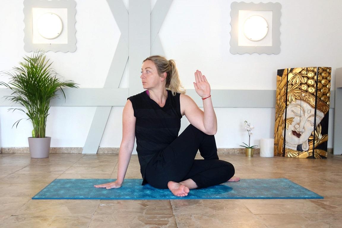 ardhamatsyendrasana2 k - Yoga bei Burnout
