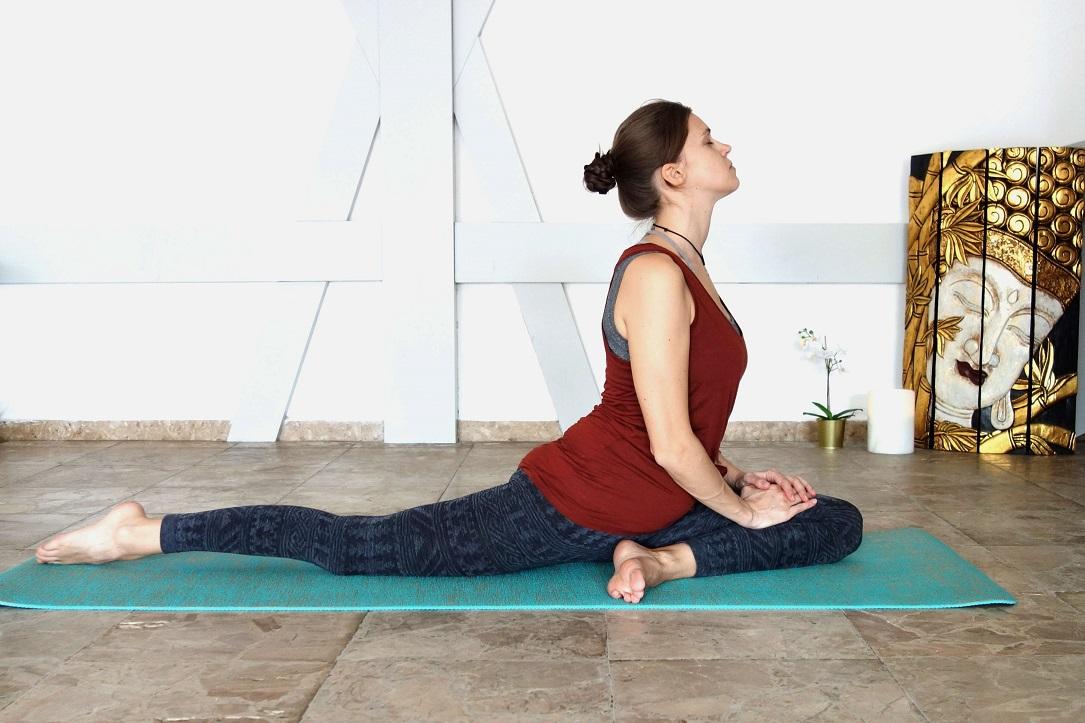 eka_pada_rajakapotasana _yog_temple_yoga_in_the_second_trimester