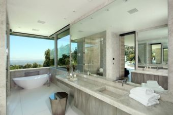 Modern-bathroom-with-a-view