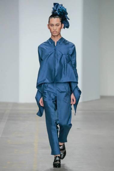 Yojiro Kake 2015AW Shadows blu extra-long sleeves shirt & pleating trousers at FashionClash Festival 2015 // photo by 2015 TEAM PETER STIGTER