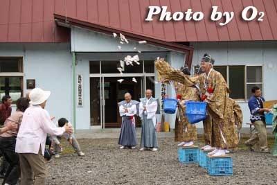 平成22年 美瑛町 美瑛神社渡御祭 美瑛親子獅子舞 御神幸 神輿渡御 餅まき