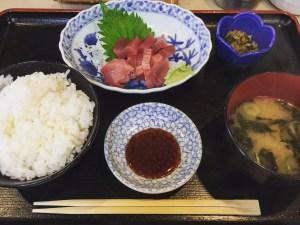 Sashimi teisyoku taken by Tsukushi fish restaurant/ つ久志(逗子駅から徒歩1分)、三崎まぐろブツ切り定食 680円