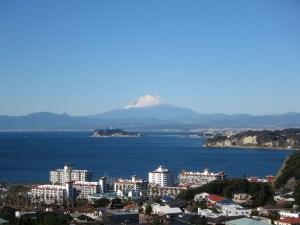 披露山公園から望む江の島と富士山