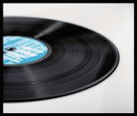 レコードが地面に置かれている