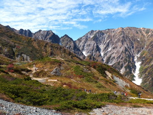 月刊誌「新ハイキング」10月号に支部山行写真掲載