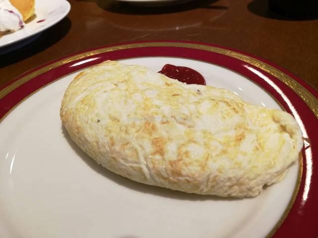 マリオットの卵白オムレツです。チーズ3種入り。ほんとに30分かかりました・・・。