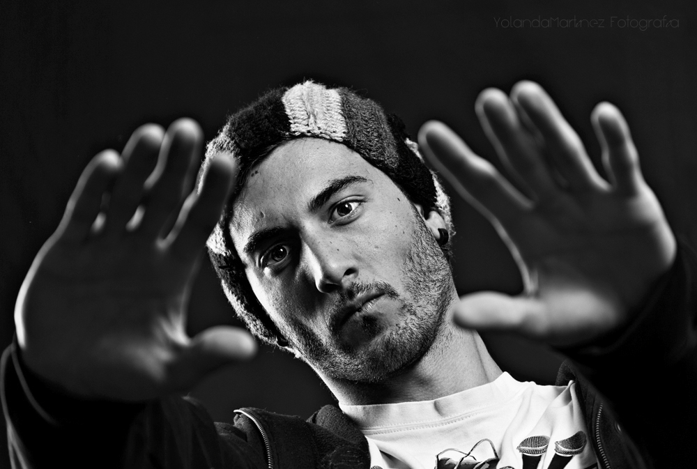 Demasiado. Fotografía en blanco y negro que forma parte de una serie de hip-hop. Yolanda Martínez (yolandamf)