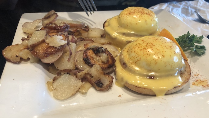 kekes-breakfast-cafe-tampa-eggs-benedict