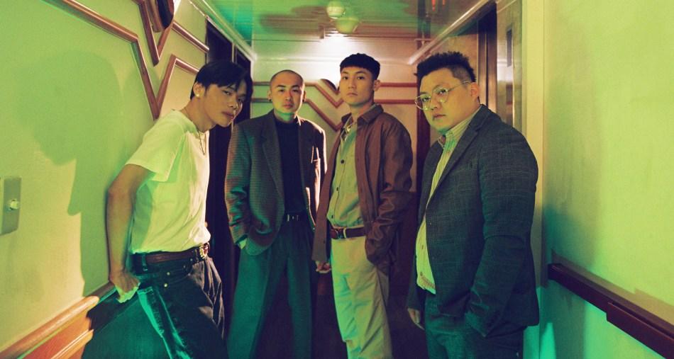 再破百萬點擊!嘻哈饒舌團體臭屁嬰仔《暗班車》聯手Barry Chen 團員聽到音樂成品落下男兒淚。 1
