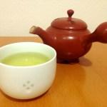 【悲報】食事中にお茶は控えた方がいいらしい。