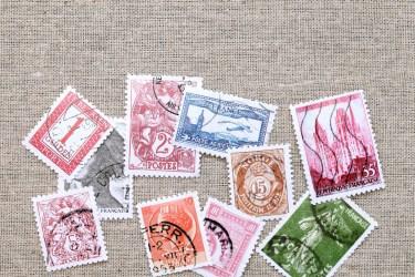 切手の貼り方で最もベーシックなのは水です