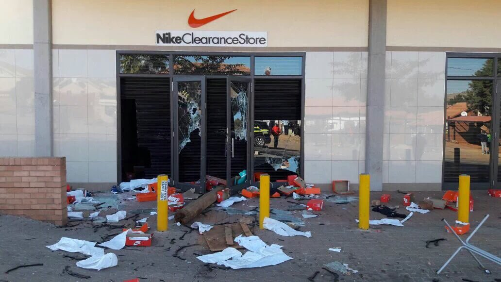 a5f3b72cdc5472 Nike Clearance Store  in Atteridgeville looted!  TshwaneUnrest ...