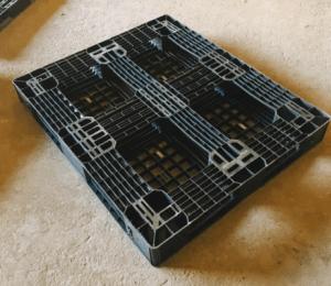 130×110 網狀田字型塑膠棧板 反面