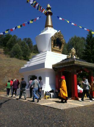 Circling_the_Stupa