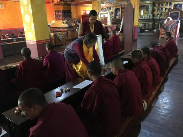 Dorje-Palmo-presenting-offerings