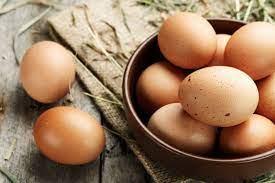 صورة ماذا يحدث عند أكل البيض بعد تاريخ انتهاء الصلاحية؟