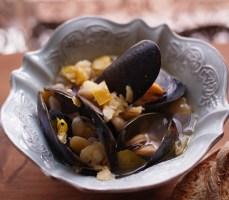 ひよこ豆とムール貝のズッパ チアシード添え