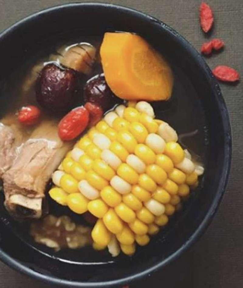 Walnut Sweetcorn Carrot Pork Soup