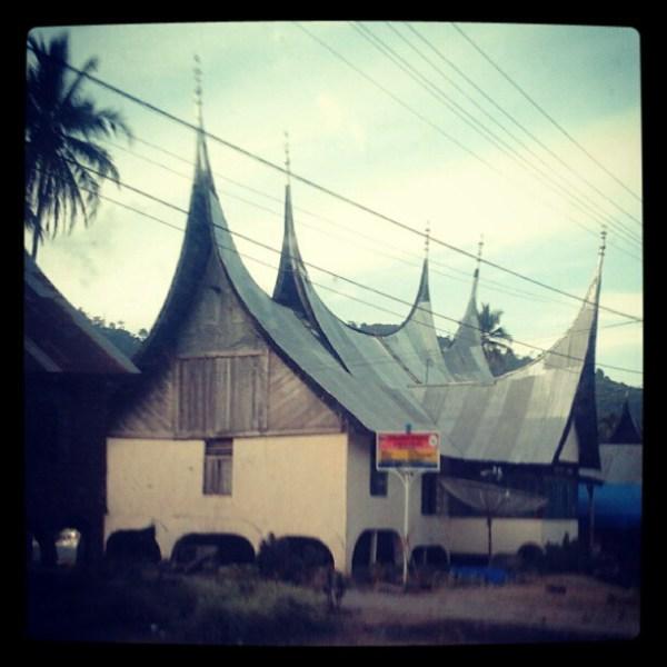 foto salah satu rumah gonjong di daerah Kab. Solok Selatan, 4 jam perjalanan darat dari Padang (Perjalanan terjauh saya pasca sinusitis)