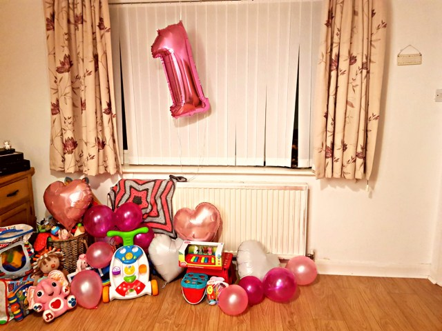 A nice 1 balloon for the birthday girl along with balloons and presents.