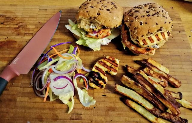 A chicken fillet burger I recently made. Topped with Lettuce and sliced red onion. And halloumi. Utterly delicious.
