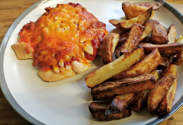 Here is my cheese & onion Chicken Meatzza and slimming world chips.