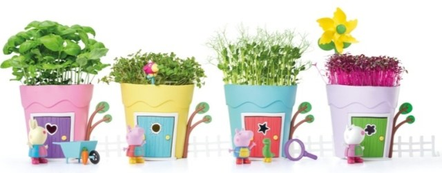 Create your own street of Peppa Pig Growing Pots thanks to the fence being attachable to each pot in the set.