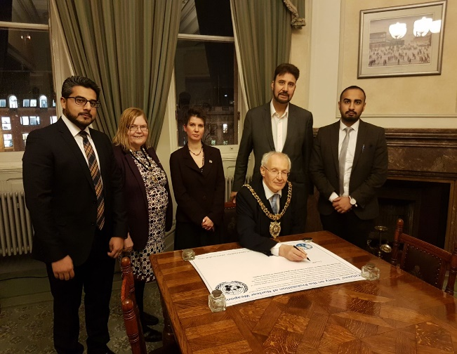 Mayor of Manchester signing ICAN Pledge