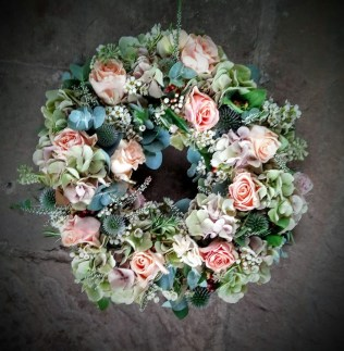 rose and hydrangea posy wreath
