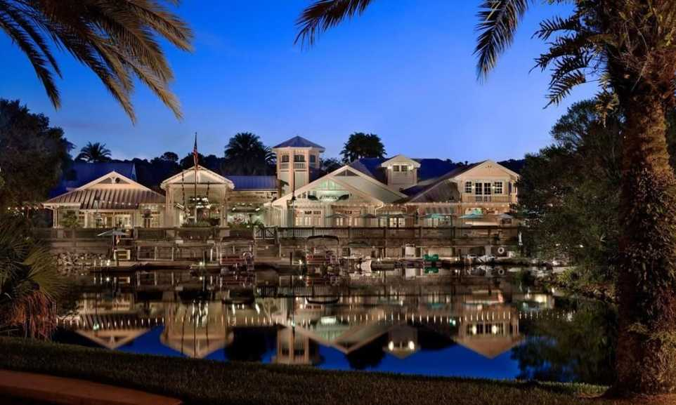 Should you stay on or offsite in Walt Disney World?