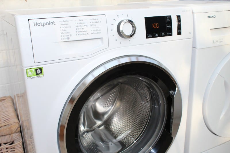 Hotpoint ActiveCare Washing Machine Review NM11 1045 WC A UK (2)
