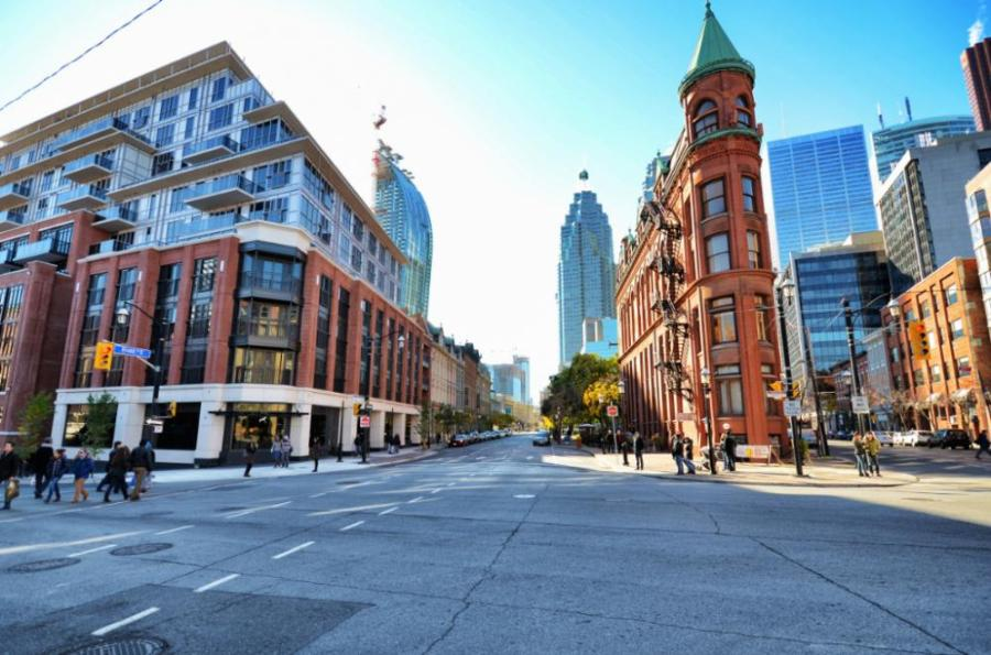THE BERCZY CONDOS FOR SALE - CONTACT YOSSI KAPLAN