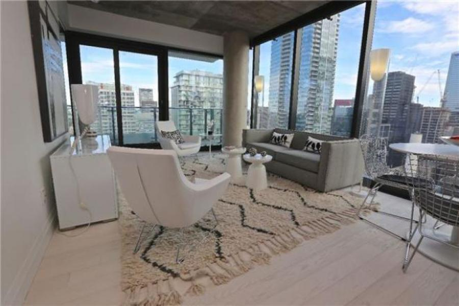 224 KING WEST - LUXURY TWO BED FOR SALE - CONTACT YOSSI KAPLAN