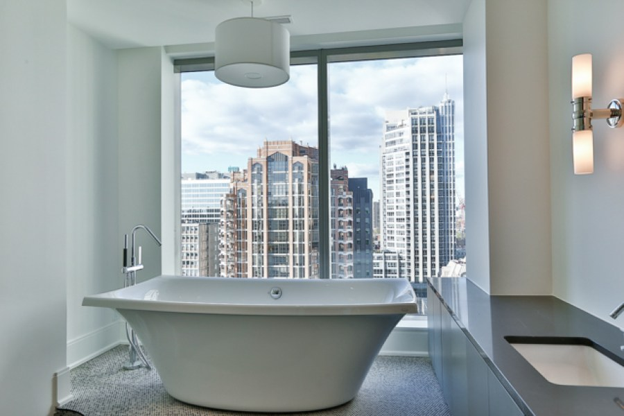 77 CHARLES WEST PENTHOUSE BATHROOM