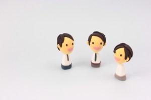 3体並んだ人形