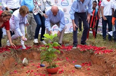 Alcalde Armitage pone la primera piedra del Centro de Integración y Desarrollo Social (CIDES)