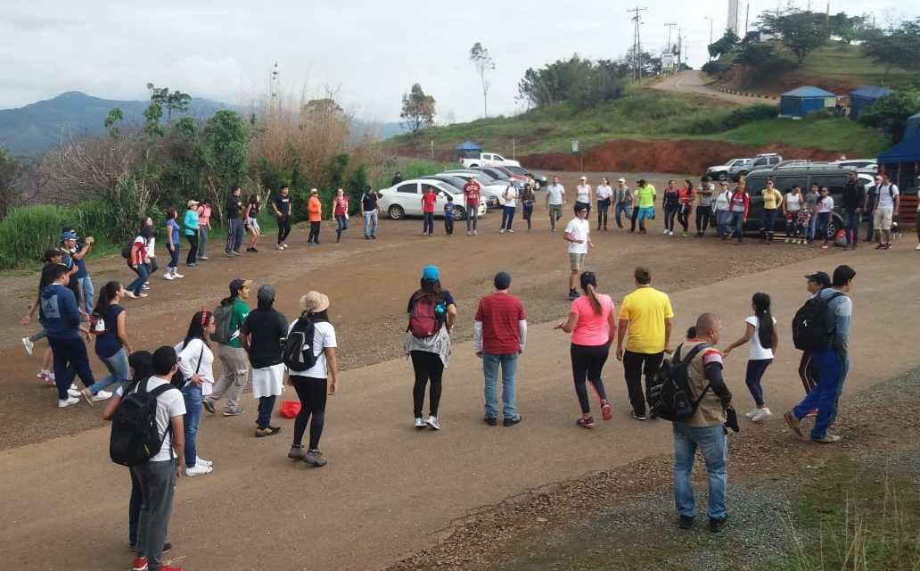 Cerro de Cristo Rey sigue reverdeciéndose de entre las cenizas