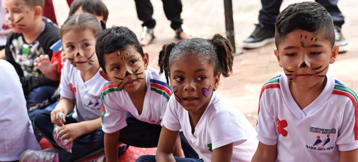 Cali celebra el Día De la Niñez en el Centro de Emprendimiento Cultural Comuna 13
