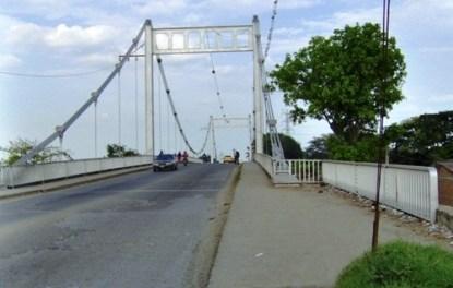 Puente de Juanchito amaneció cerrado.