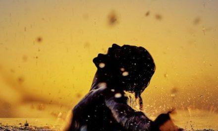 El cantautor colombiano ALICASTRO estrena hoy su nuevo sencillo y video «Respira»