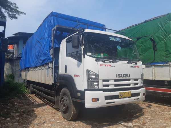 Pengiriman jasa truk cargo
