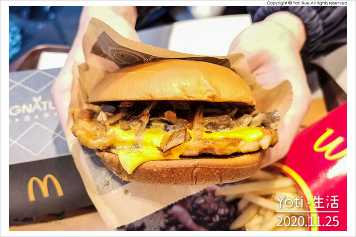 [麥當勞] 松露蕈菇嫩煎雞腿堡   期間限定極選系列、義大利松露油、翻炒厚切蕈菇