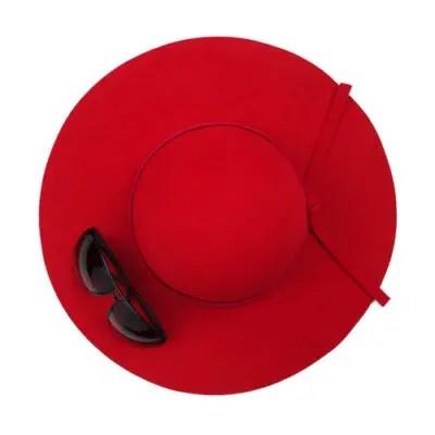 赤い麦わら帽子