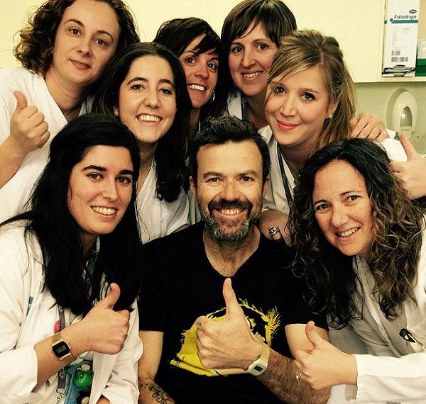 Pau Donés Rinde Homenaje a sus Enfermeras