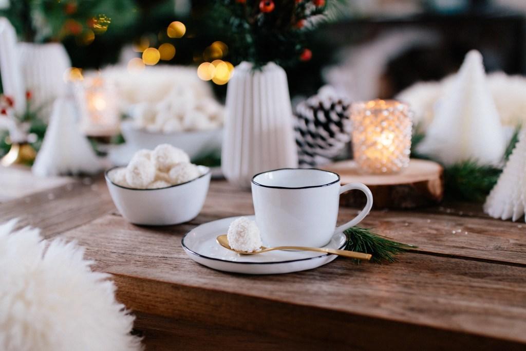 DIY winterliche Tischdekoration mit Ferrero Raffaello