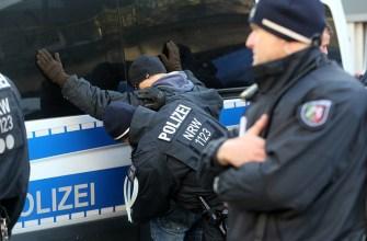 мигранты,видео блог,толпа мигрантов напала на полицию,беспредел мигрантов,сводки из европы,скандальное видео